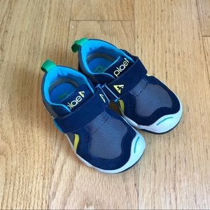 Like new! Plae Navy Sneakers